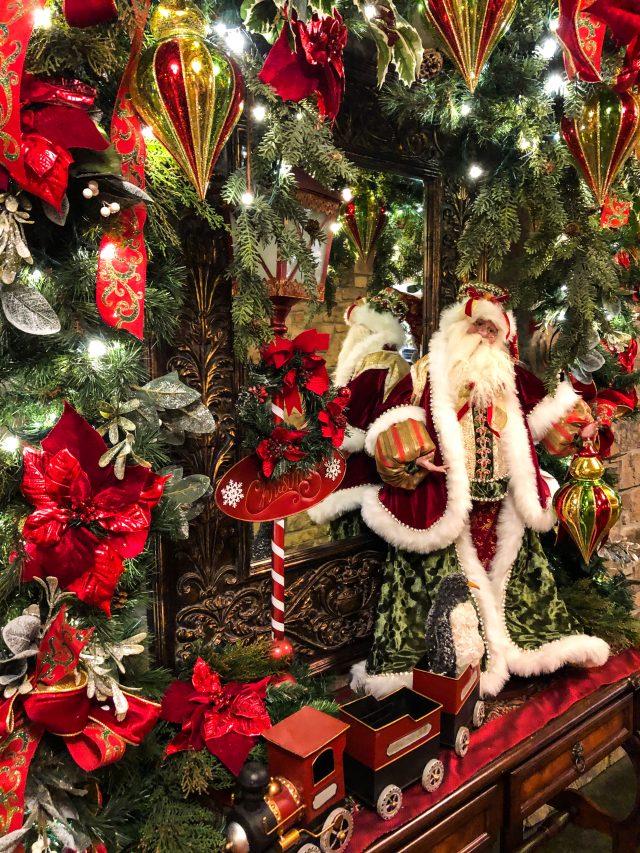The Inn At Christmas Place Decor